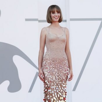 maya-hawke-in-atelier-versace-the-mainstream-venice-film-festival-premiere