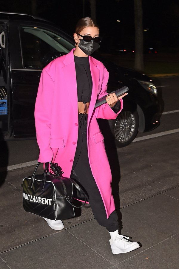 hailey-bieber-in-pink-balenciaga-coat-arriving-the-airport-in-milan-italy