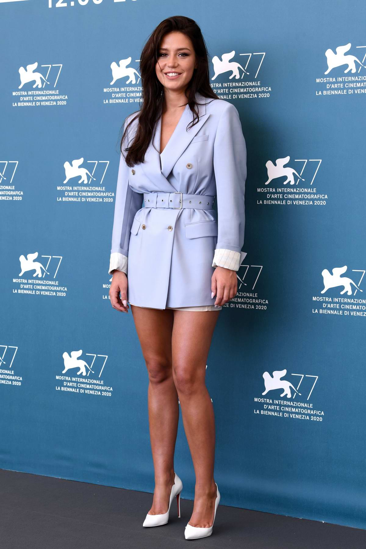 adele-exarchopoulos-in-prada-mandibules-at-the-77th-venice-film-festival-photocall