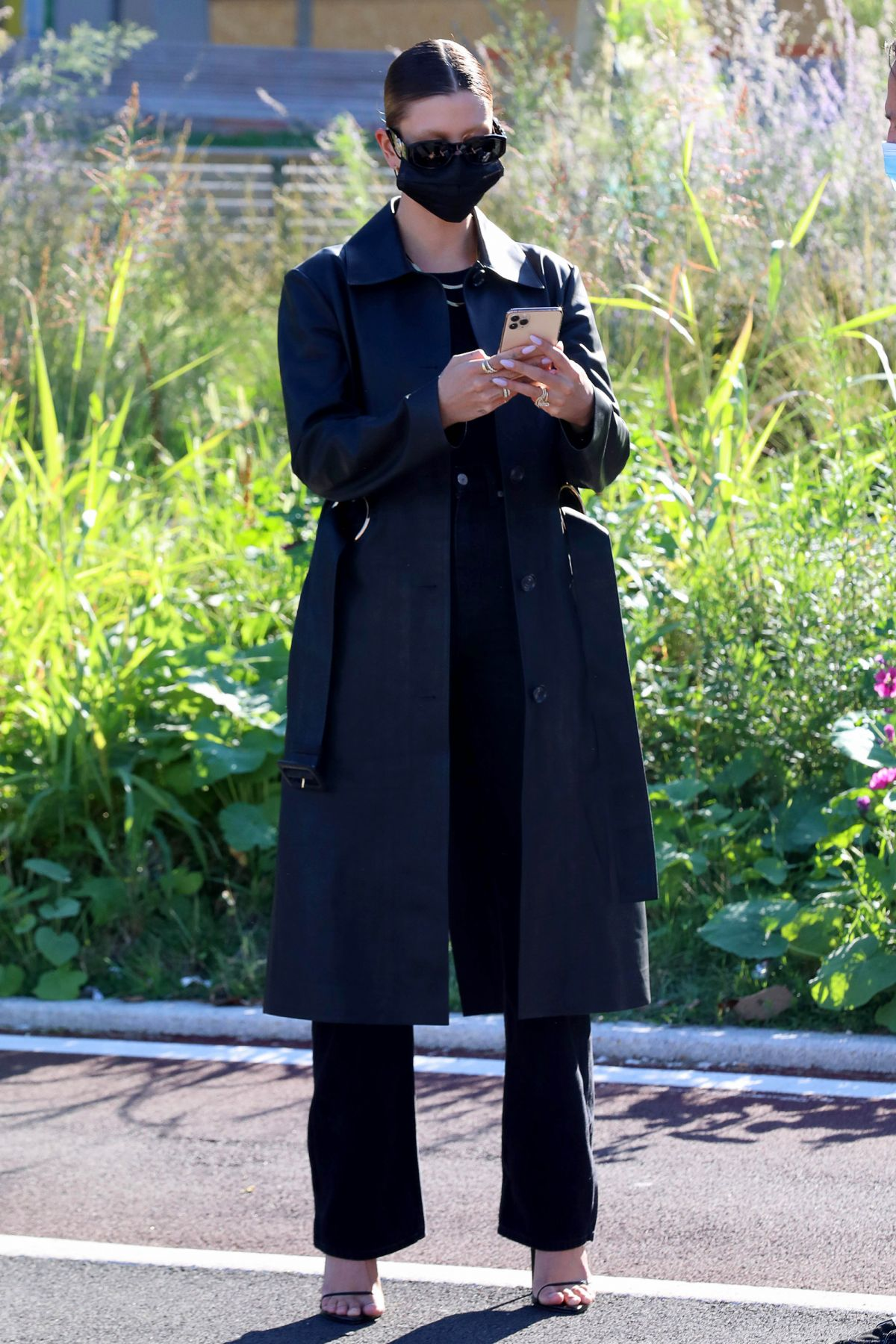 hailey-bieber-in-versace-coat-snaps-selfie-with-her-giant-billboard-in-milan