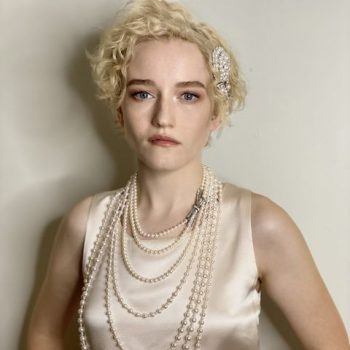 julia-garner-in-chanel-haute-couture-2020-virtual-emmys