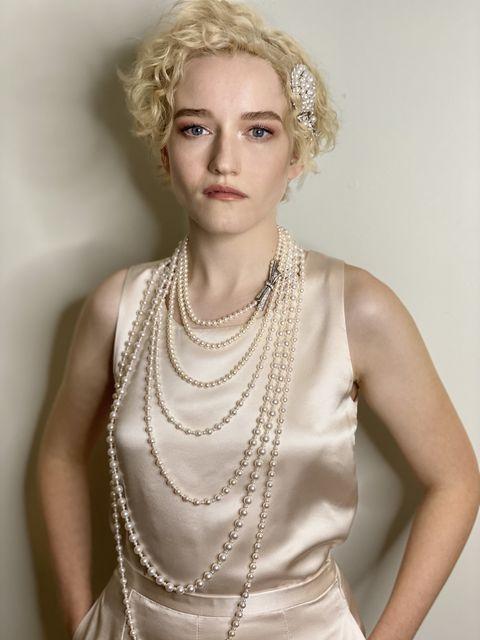 julia-garner-in-chanel-haute-couture-2020-virtual-emmys