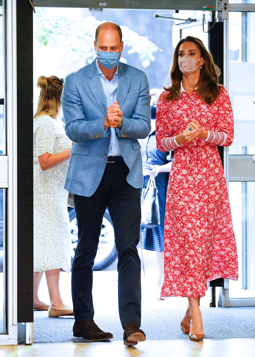 catherine-duchess-of-cambridge-in-beulah-london-for-the-beigel-bake-visit