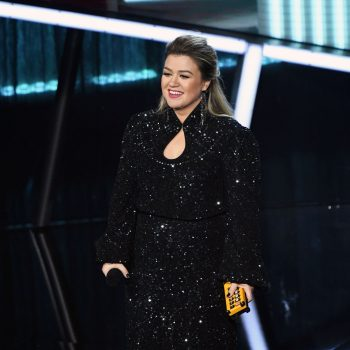 kelly-clarkson-in-saloni-hosting-the-2020-billboard-music-awards