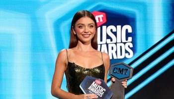 sarah-hyland-in-galvan-co-hosting-2020-cmt-awards