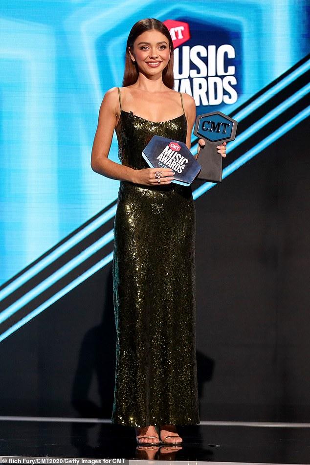 sarah-hyland-in-galvan-co-hosting-2020-cmt-awards