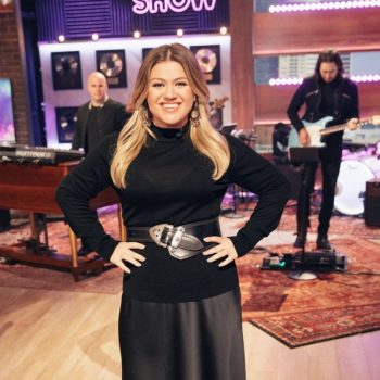 kelly-clarkson-wears-the-fold-the-kelly-clarkson-show