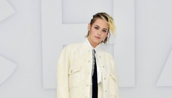 kristen-stewart-in-chanel-spring-summer-2021-ready-to-wear-fashion-show