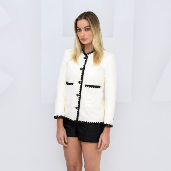 margot-robbie-in-chanel-spring-summer-2021-ready-to-wear-fashion-show