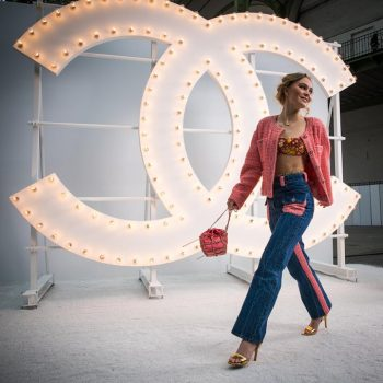 lily-rose-depp-in-chanel-chanel-spring-summer-2021-ready-to-wear-fashion-show-in-paris