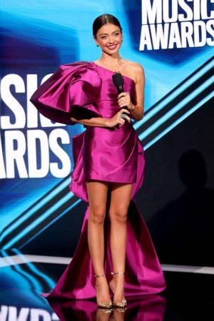 sarah-hyland-in-greta-constantine-co-hosting-2020-cmt-awards