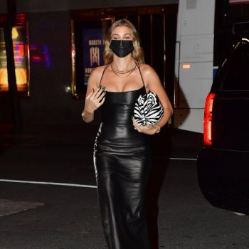 hailey-bieber-arriving-saturday-night-live-in-new-york