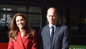 kate-middleton-in-alexander-mcqueen-coat-her-still-exhibition-in-london