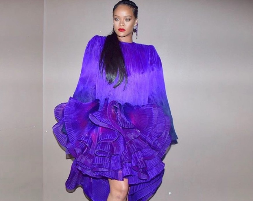 rihanna-wears-lakers-jersey-sings-we-are-the-champions-to-celebrate-nba-title
