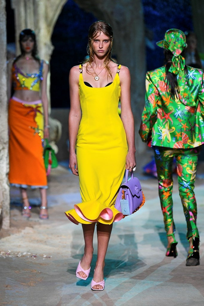 versaces-s-s-2021-womenswear-collection