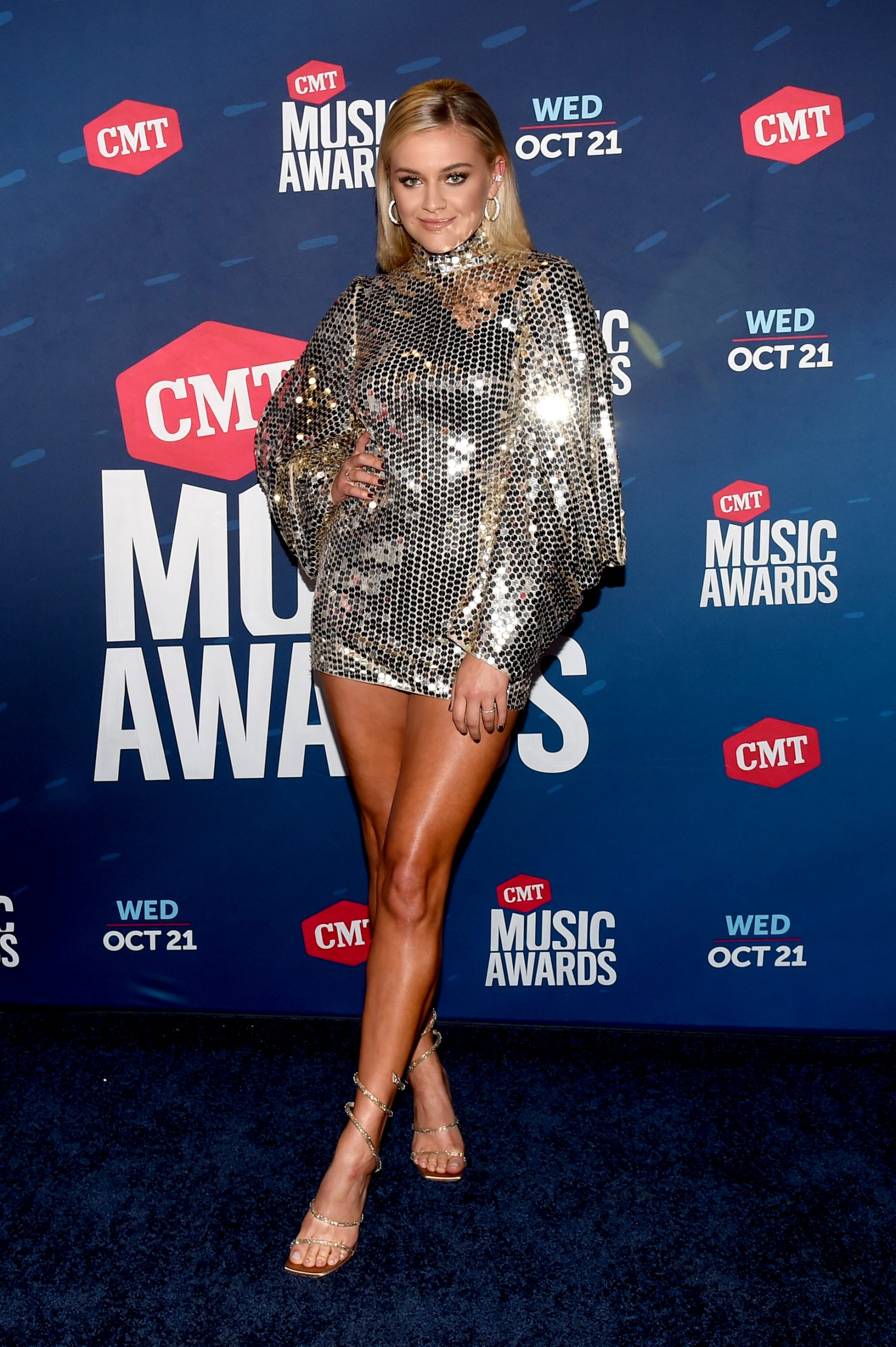 kelsea-ballerini-in-tom-ford-the-2020-cmt-awards