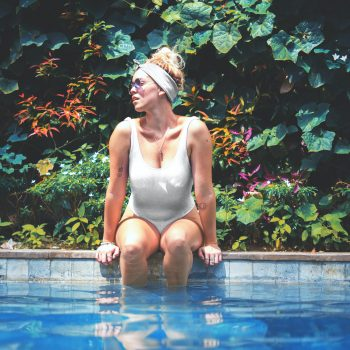 turn-heads-with-these-stylish-poolside-fashion-ideas