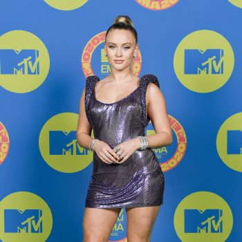 zara-larsson-in-custom-versace-the-2020-mtv-emas