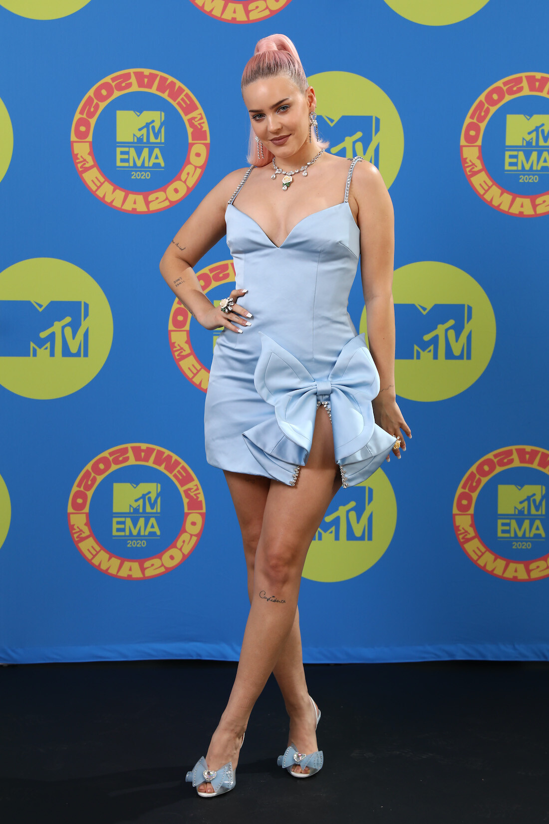 anne-marie-in-area-the-2020-mtv-emas