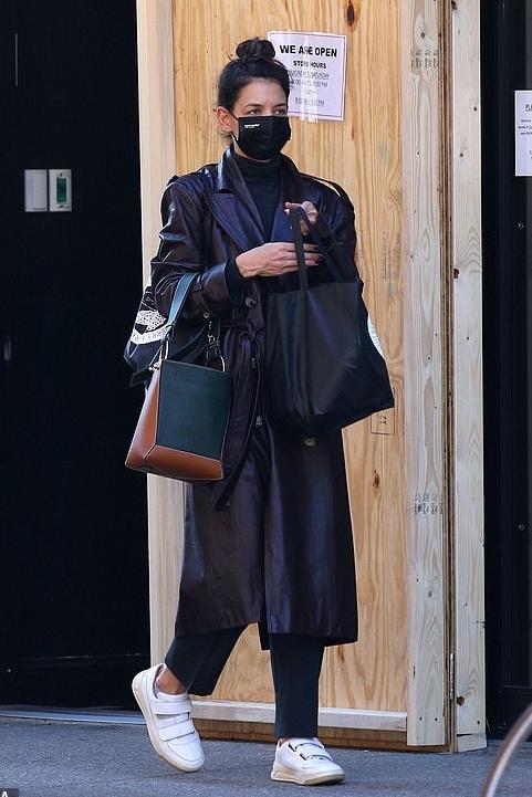 katie-holmes-in-black-leather-coat-new-york-city-november-4-2020