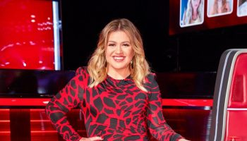 kelly-clarkson-in-alexandre-vauthier-the-voice-season-19-battles