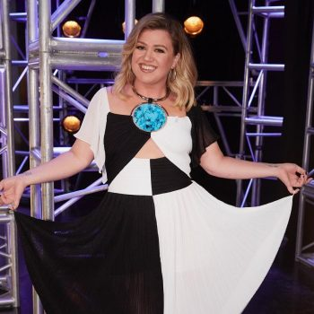 kelly-clarkson-in-balmain-the-voice-season-19-knockouts