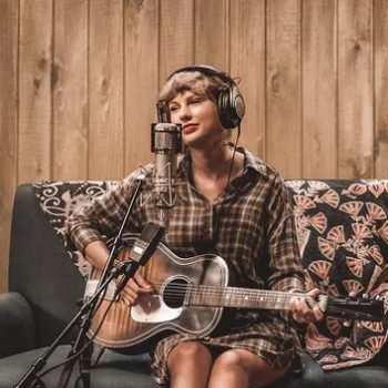 taylor-swift-wore-free-the-people-for-folklore-the-long-pond-studio-sessions