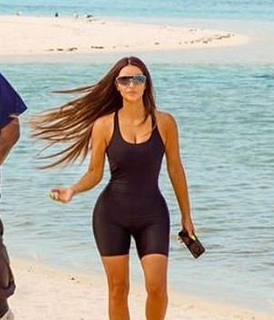 kim-kardashian-rocking-skims-bodysuit-on-beach-celebrating-her-40th-birthday