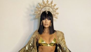 khloe-kardashian-dress-as-cleopatra-for-halloween