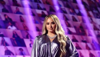demi-lovato-in-alexandre-vauthier-e-peoples-choice-awards-2020