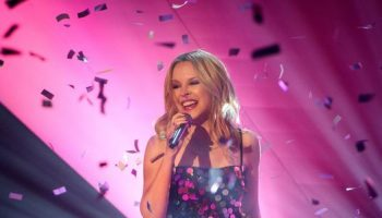 kylie-minogue-becomes-the-first-female-artist-with-a-1-album-in-the-uk-in-5-consecutive-decades