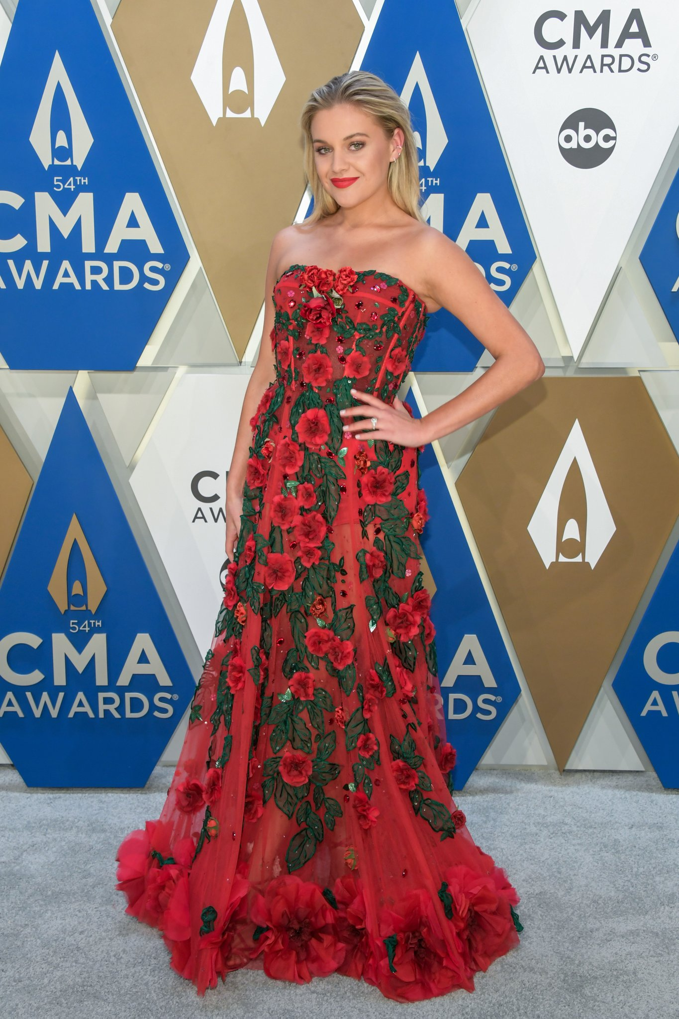 kelsea-ballerini-in-dolce-gabbana-the-2020-cma-awards