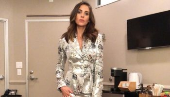 alison-brie-in-erdem-on-the-tonight-show-starring-jimmy-fallon