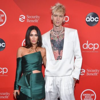 megan-fox-in-azzi-osta-inverno-2020-e-machine-gun-kelly-de-balmain-inverno-2020-no-american-music-awards-2020