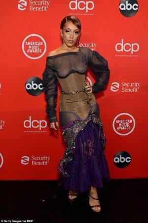 doja-cat-goes-braless-under-corset-on-redcarpet-the-2020-amas