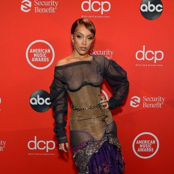 doja-cat-goes-braless-under-corset-on-redcarpet-the-2020-amas