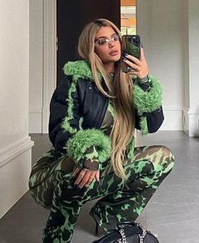 kylie-jenner-in-charlotte-knowles-coat-instagram