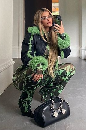 kylie-jenner-in-charlotte-knowles-coat-instagram