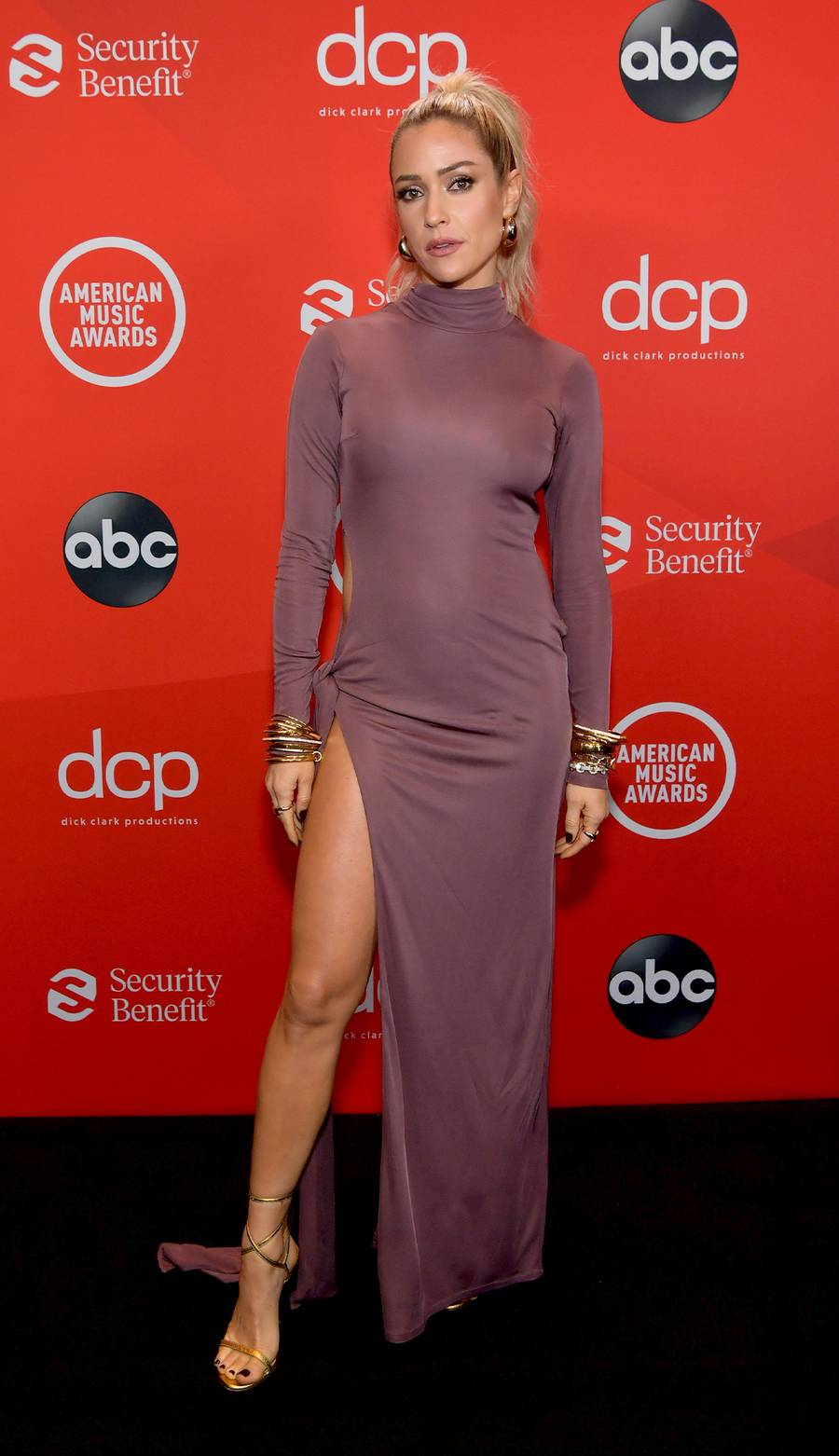 kristin-cavallari-in-attico-american-music-awards-2020