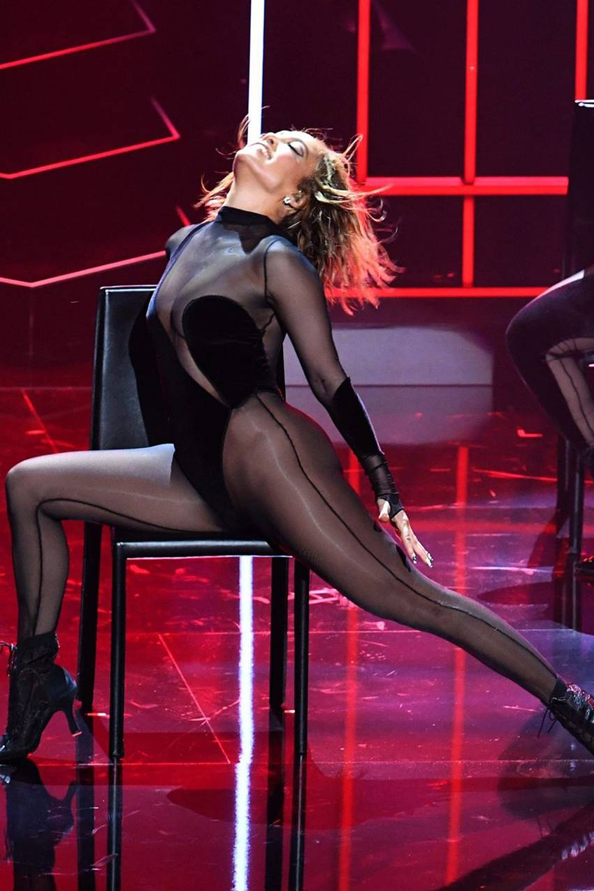 jennifer-lopez-performs-in-laquan-smith-bodysuit-american-music-awards-2020