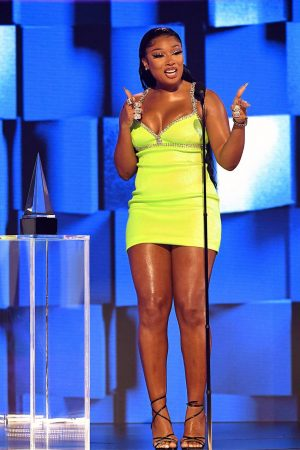 megan-thee-stallion-in-area-accepting-favorite-song-rap-hip-hop-award-2020-amas