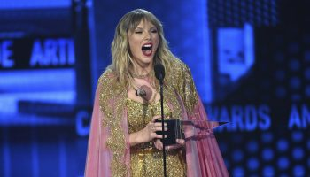 taylor-swift-wins-artist-of-the-year-amas-2020