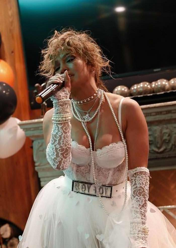 jennifer-lopez-dressed-as-madonna-for-halloween-2020