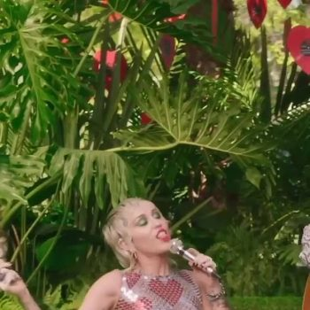 miley-cyrus-wore-paco-rabanne-for-apple-musics-backyard-sessions