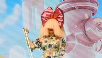 sia-wore-dolce-gabbana-performing-the-2020-mtv-movie-tv-awards