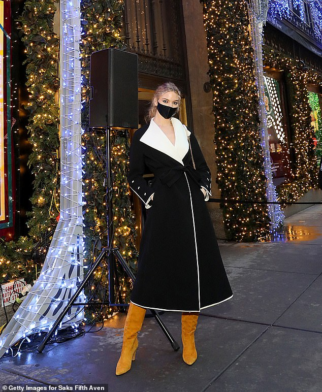 martha-hunt-wore-tory-burch-saks-lights-up-fifth-avenue-event-in-new-york