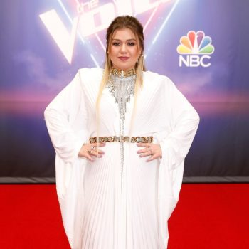 kelly-clarkson-wore-vetements-dress-the-voice-december-7-2020