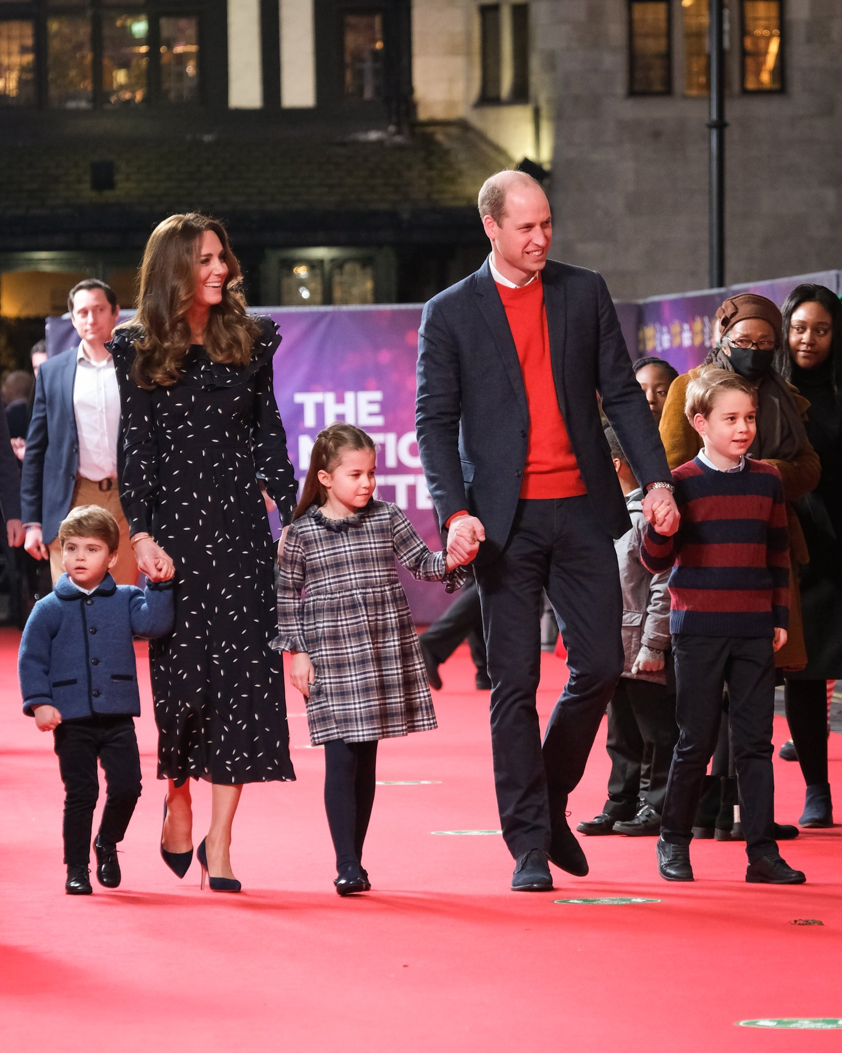 catherine-duchess-of-cambridge-wore-alessandra-rich-to-see-pantoland