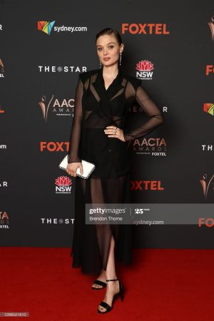 bella-heathcote-wore-chanel-the-2020-aacta-awards