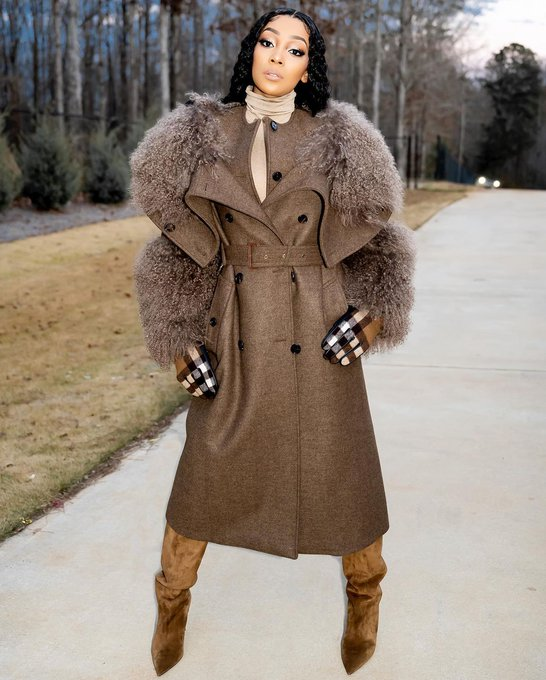 monica-wearing-burberry-fall-2020-coat